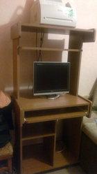 Монитор LG,  компьтерный стол