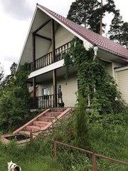 Двухэтажный дом 200 кв. м. и баня с бассейном на участке 20 соток.